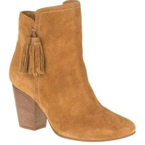 Beautiful tan suede boots.